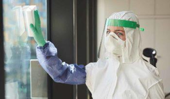 Fensterputzen in Privathaushalten in Zeiten der Corona-Pandemie
